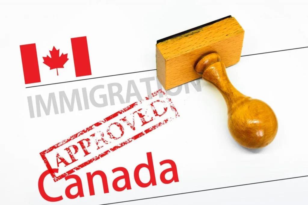 加拿大移民加拿大EE